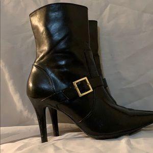 Chaps Kalana heel boots buckle